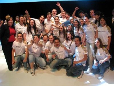Equipe JB no palco com o trofeu - SÓ ALEGRIA!!!